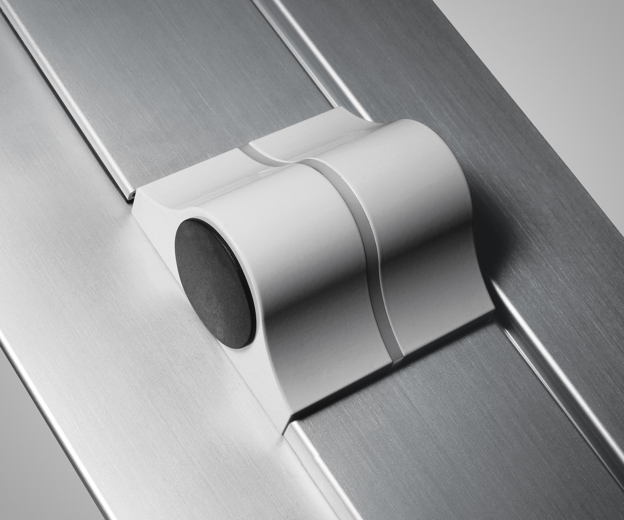 Versatili nuove cerniere a frizione per bilici di grandi for Finestre a bilico verticale