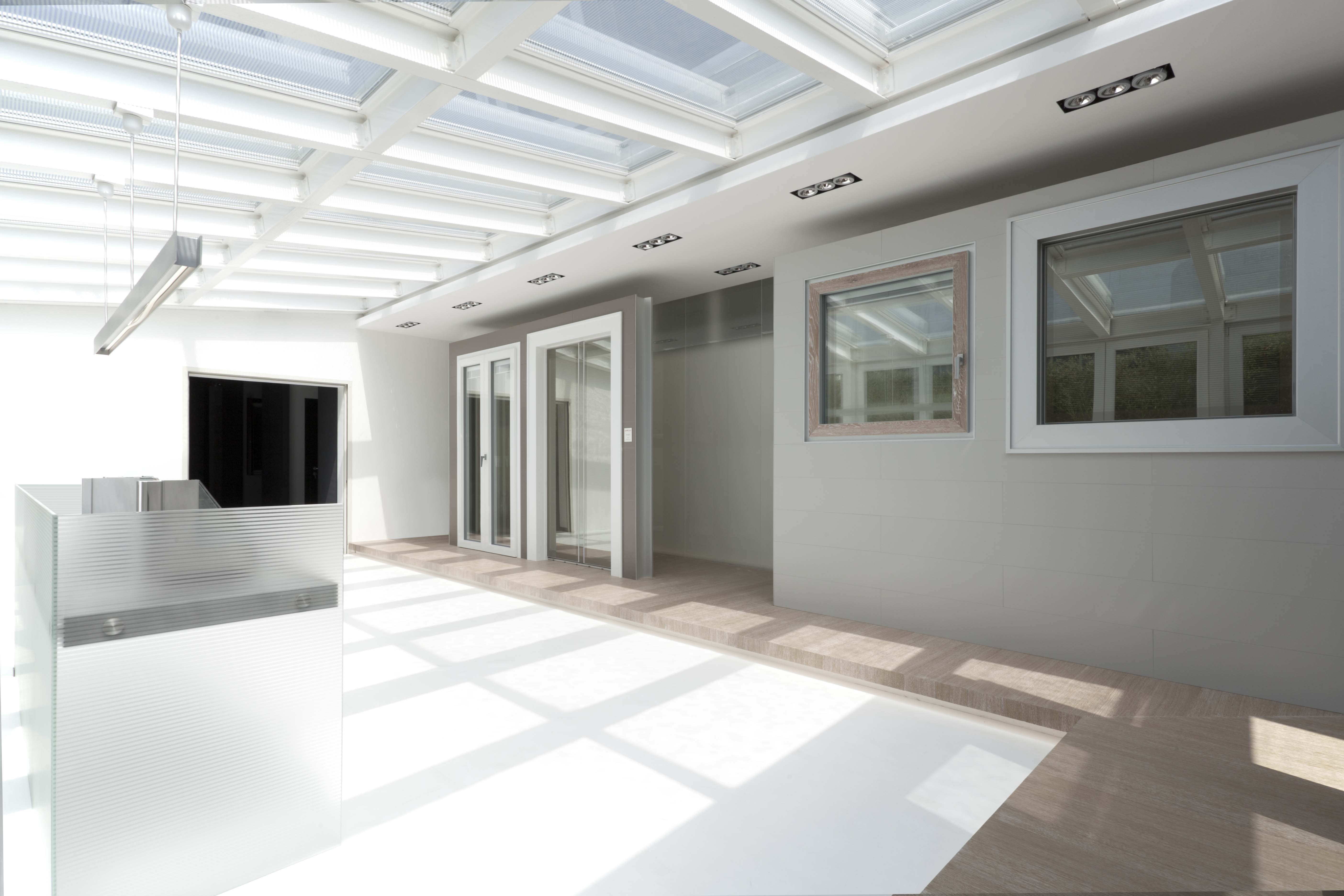 Erco nuovo showroom di design per nuove finestre di - Imbotti in alluminio per finestre ...