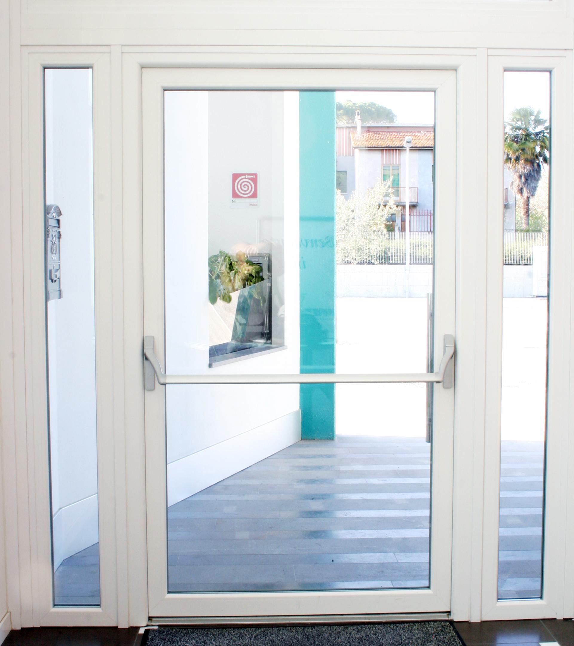 Nuova porta antipanico in pvc per le uscite di sicurezza - Dimensioni porta ...