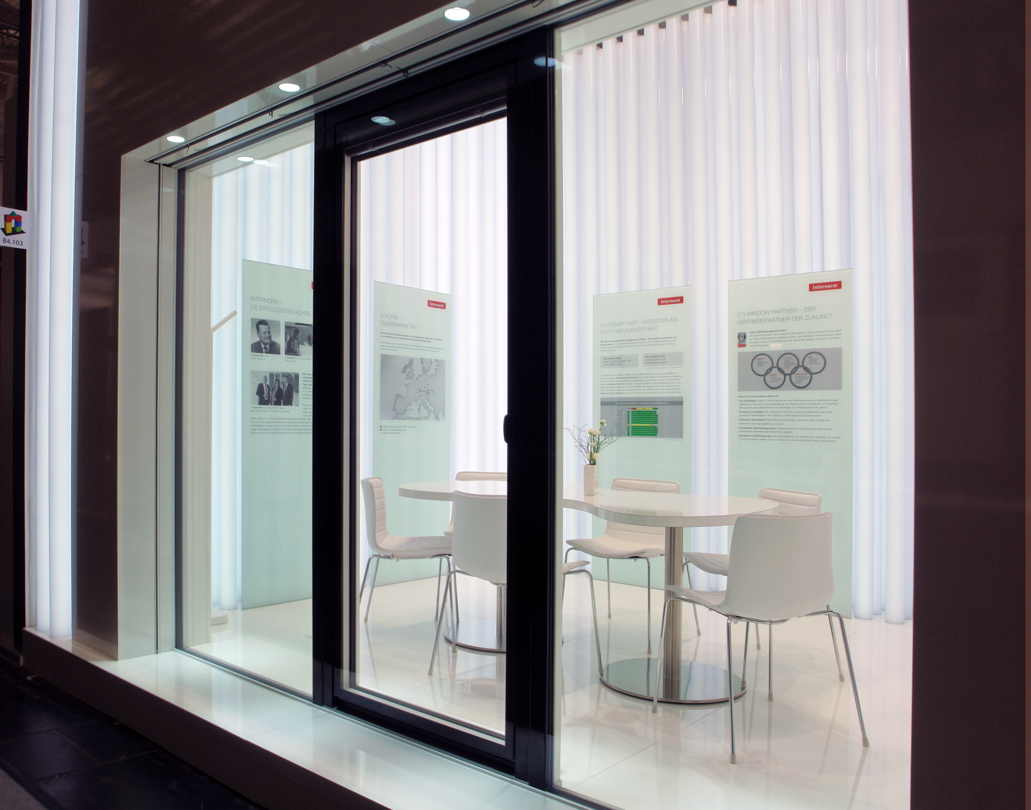 Finestra Con Nuova Soluzione Per L 39 Architettura Del Vetro