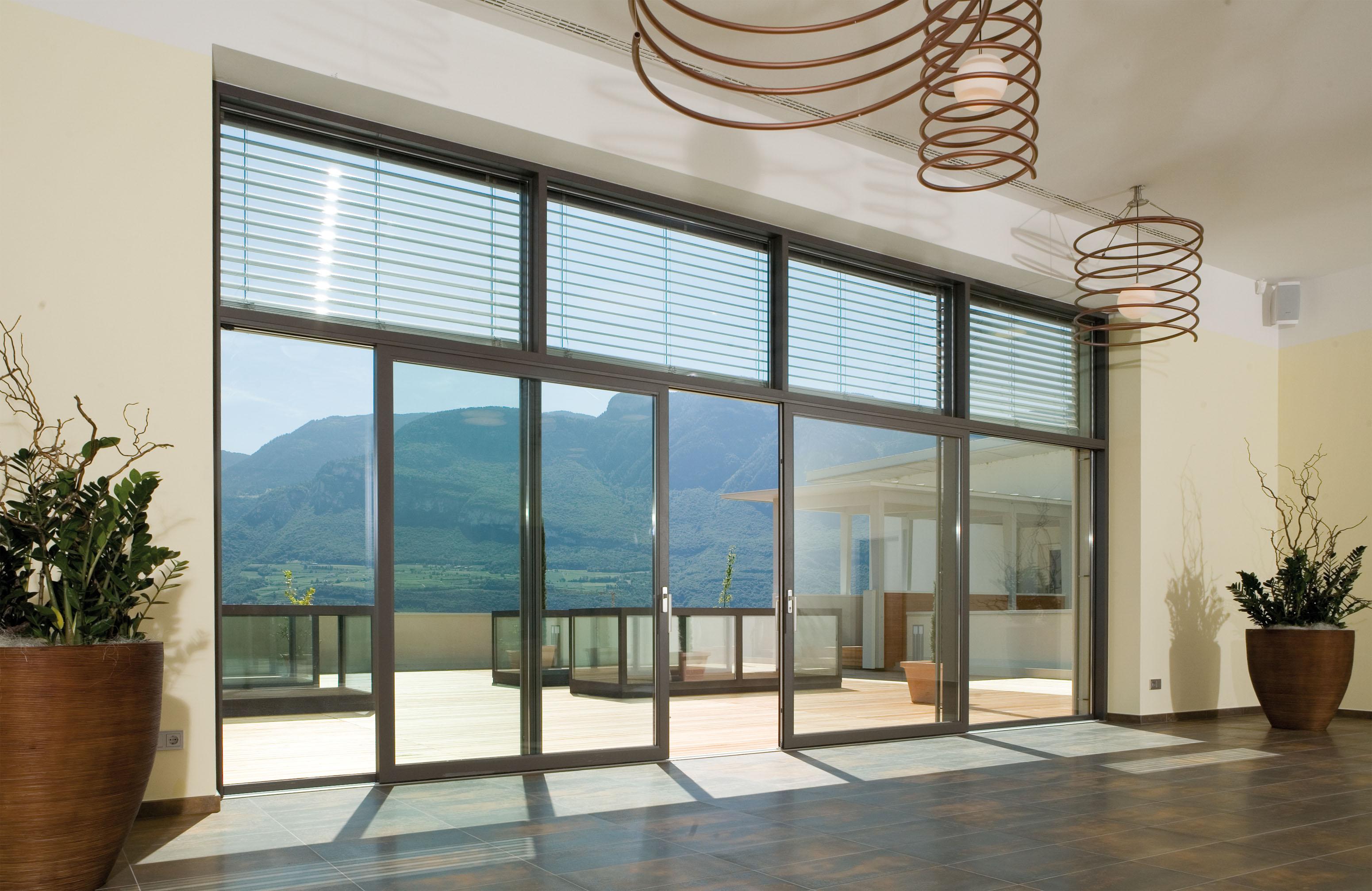 Sistema in pvc molto flessibile per grandi pareti vetrate a tutta vista serramenti design - Finestre apertura alla francese ...