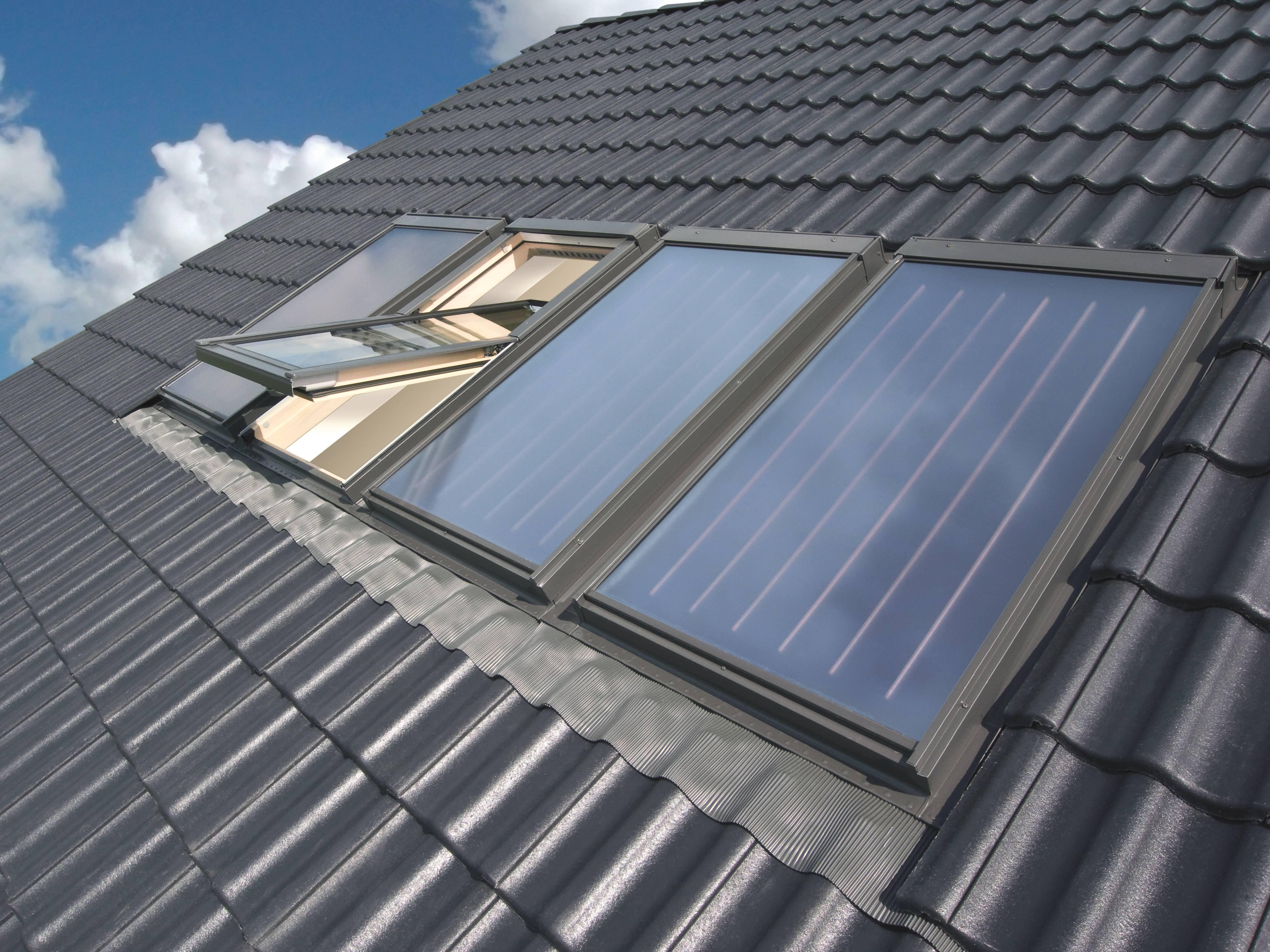 Nuovi collettori solari skw e skc fakro combinabili con le finestre da tetto serramenti design - Finestre con pannelli solari ...