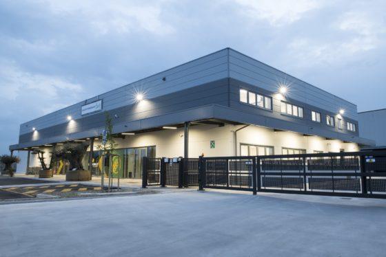 La prima importante commessa di KOPRON Engineering è stata la nuova sede di Serena & Manente, azienda specializzata in prodotti per l'agricoltura, sia professionale che hobbistica
