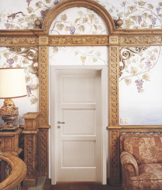 """Serie Mythos, anche le """"semplici"""" porte in legno si colorano"""
