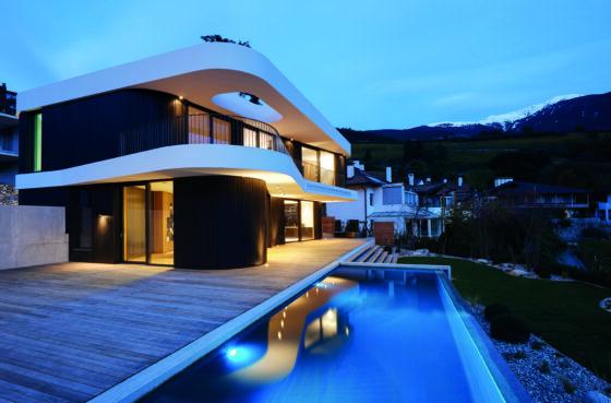 Vista aperta, confort ed espediente architettonico per mpoderna abitazione monofamiliare