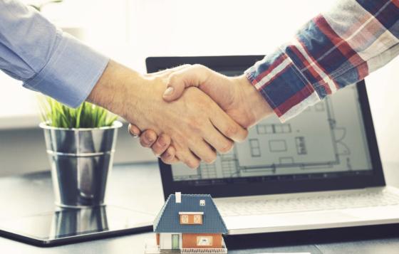 Lieve miglioramento delle transazioni immobiliari, ma il calo rimane pesante